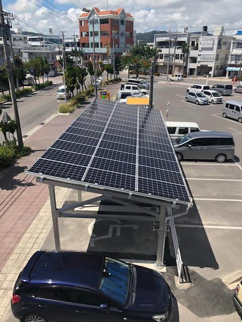 石垣市役所の太陽光パネル